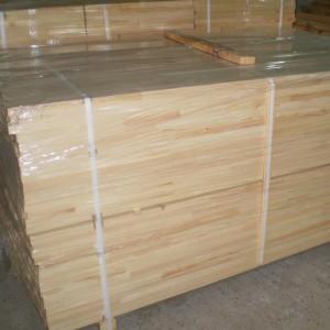 Лестница из массива сосны, лиственницы 1 сорта