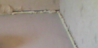 монтажная пена в щель между паркетом и стеной